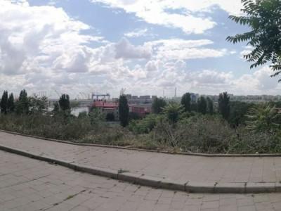Vedere frontala la port imobil zona istorica