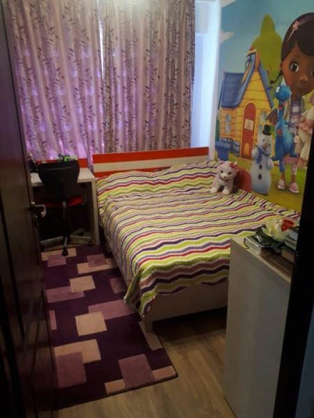 Casa de Cultura - Vanzare apartament de 3 camere decomandat